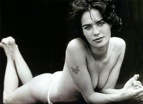 Lena Heady, Butt Naked. How does she plan to kill Terminators dressed like that?