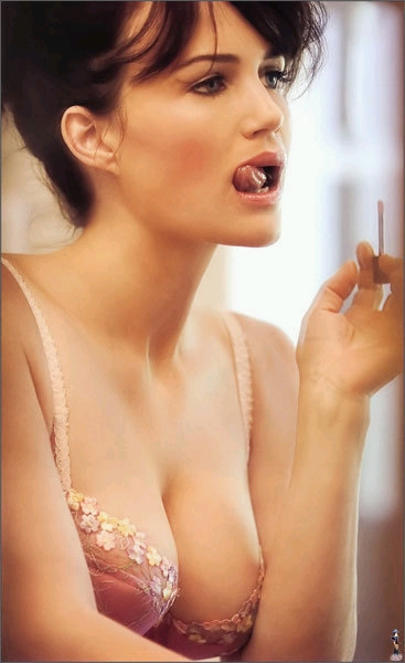 Carla Gugino Looking Inexpressably Hot. What man would not want to be married to this woman? When a woman looks like that, getting ready for anything . . . life would be good.