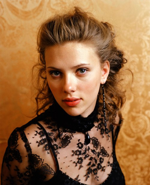 Scarlett Johansson Has the Look.