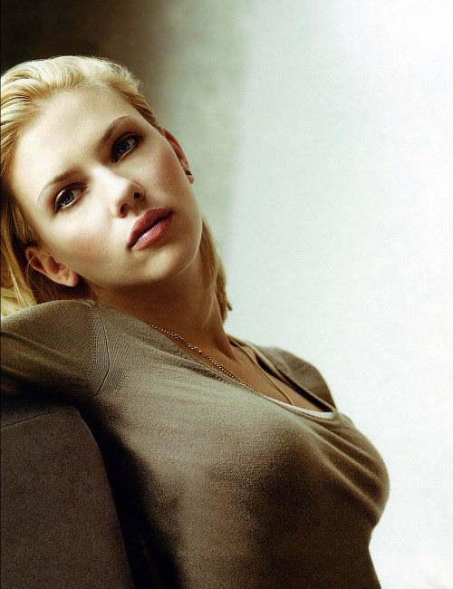 Good Golly, Scarlett Johansson is Gorgeous. And She Works It. Oh, Yes. She Works It.