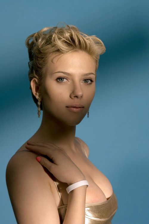 Scarlett Johansson by Todd Plitt. Another Great Head Shot. Sheesh, she is a Goddess.
