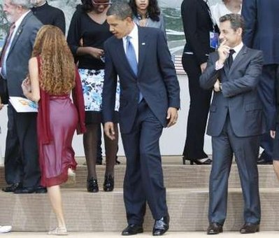 Obama Takes a Gander and a Fresh Chicken.